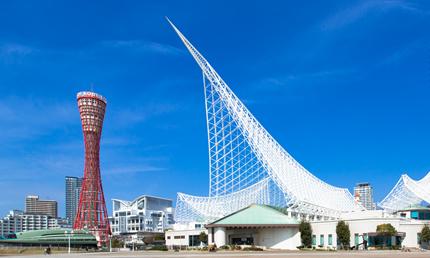 神戸ポートタワーと神戸海洋博物館