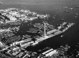 神戸ポートタワー開業当時の神戸港